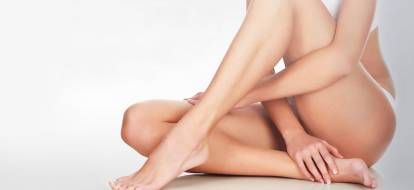 woman with clapsed legs with hands on them